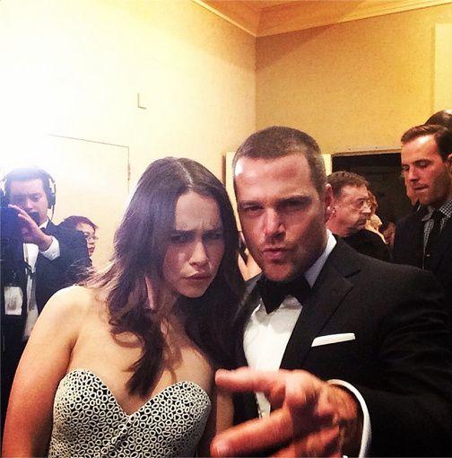 Emilia Clarke et Chris O'Donnell avant de remettre un prix - © Golden Globes/Instagram