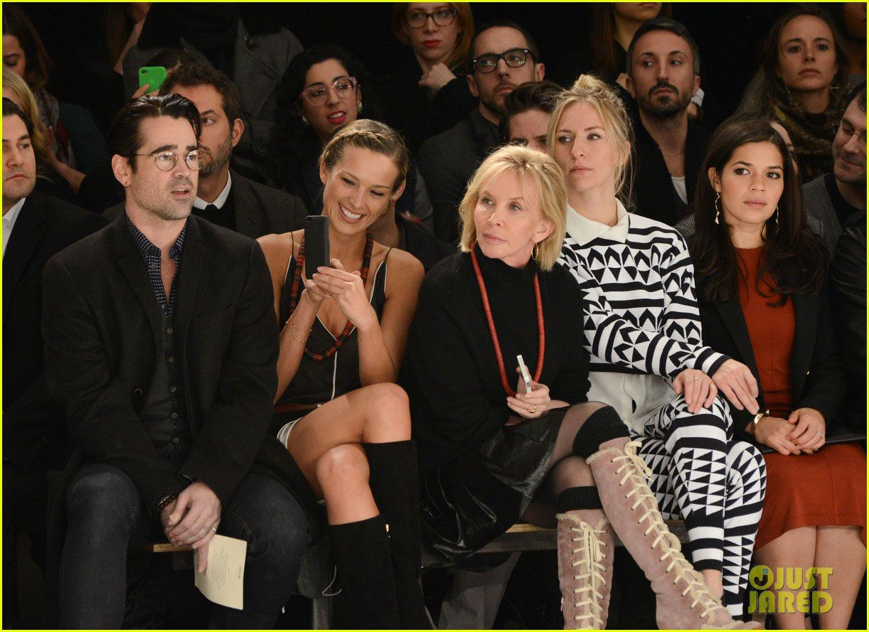 America Ferrara (Ugly Betty) bien entourée avec Colin Farrell et Madame Sting - © Just Jared/Getty