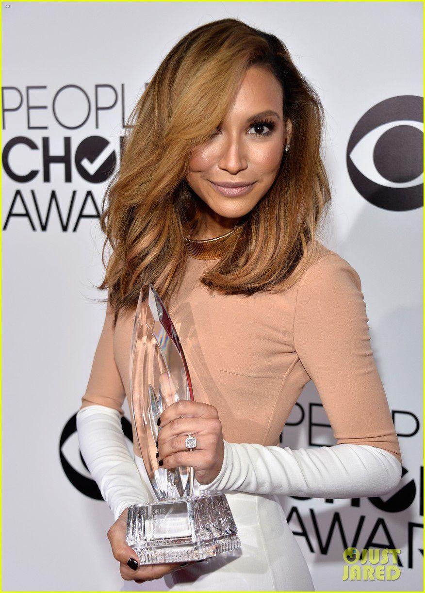 Naya Rivera version blonde venue récupérer le prix du meilleur duo féminin pour Santana et Rachel dans Glee - © Getty/Just Jared