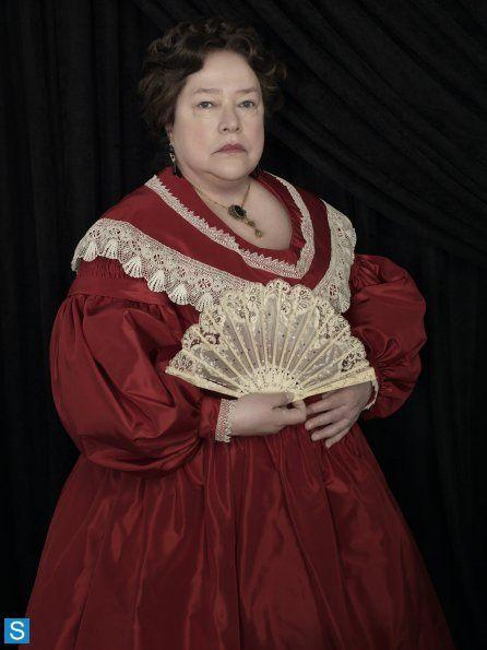 On ne plaisante pas avec Madame LaLaurie (Kathy Bates) ! - © FX