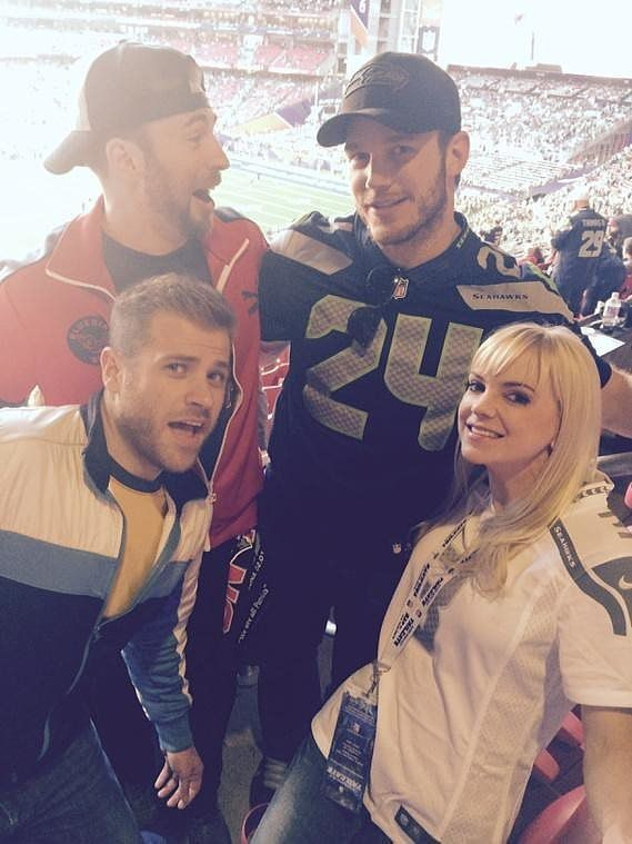 Anna Faris avec entre autres son mari, Chris Pratt et Chris Evans - © Instagram