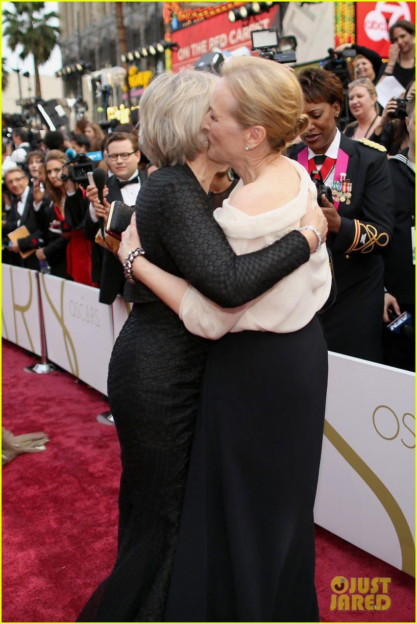 Glenn Close et Meryl Streep se tapent la bise - © Just Jared/Getty