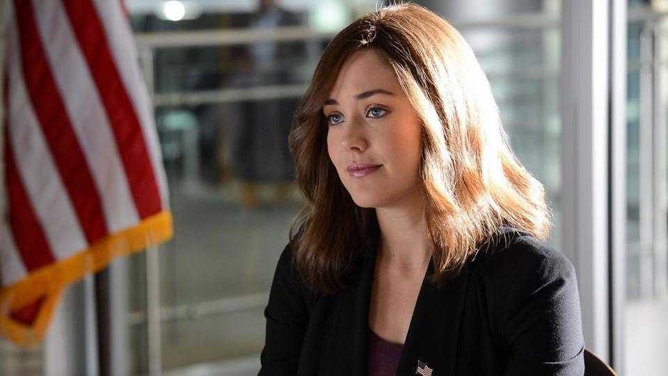 """Elizabeth Keen (Megan Boone) est la jeune profileuse de """"The Blacklist"""", choisie sans qu'elle sache pourquoi par le très recherché Reddington pour l'aider à coffrer les membres de sa """"liste noire"""". Brillante, empathique, fonceuse, elle crève l'écran ! - © NBC"""