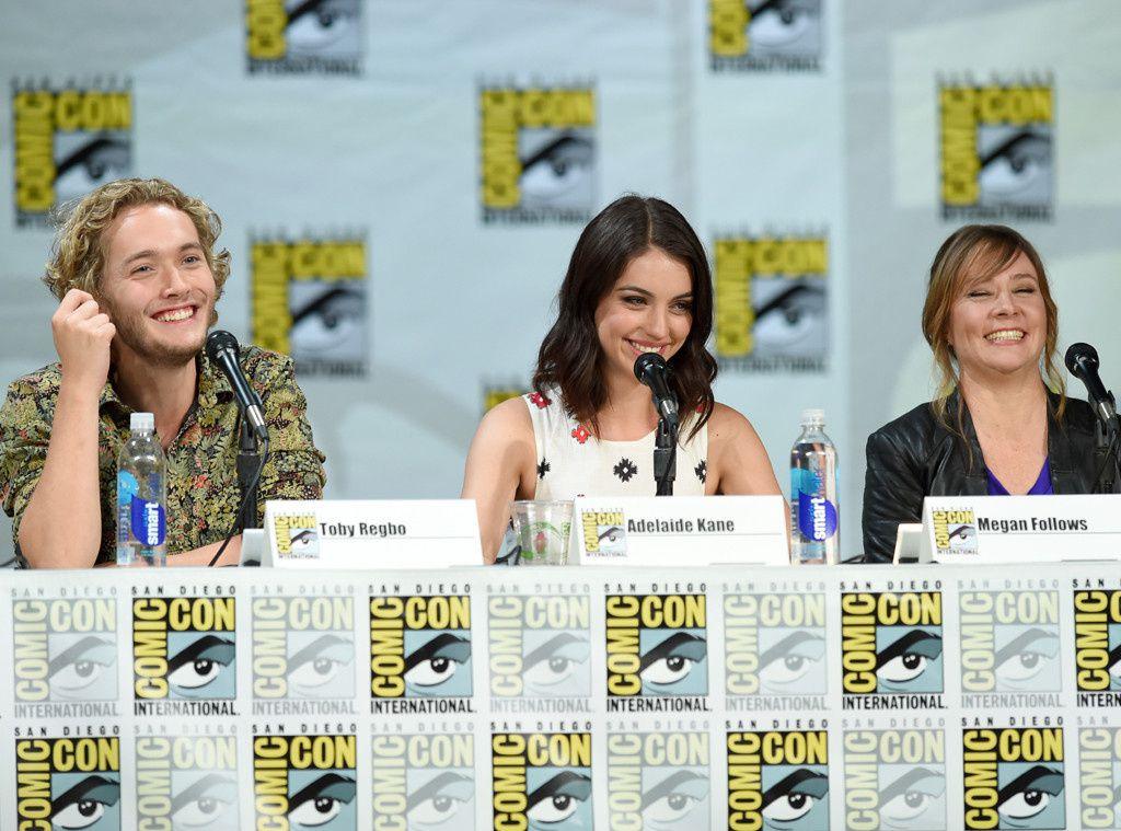 Le cast de Reign en plein panel - © Getty