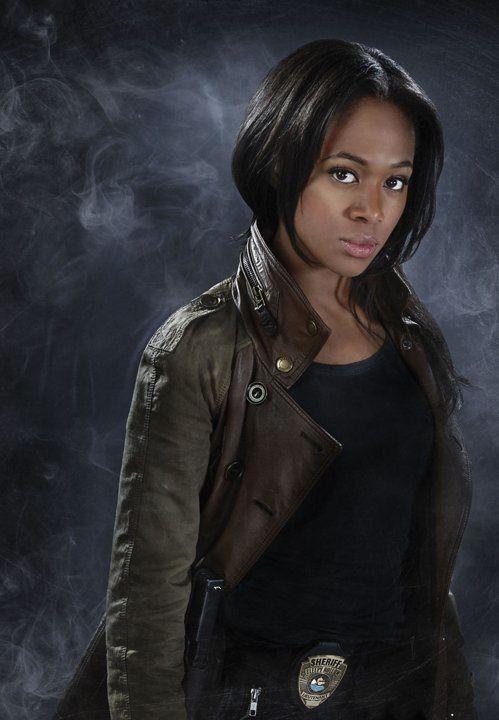 """Abby Mills (Nicole Beharie) est l'inspectrice au passé compliqué qui croit à l'histoire d'Ichabod Crane dans """"Sleepy Hollow"""". Elle a le même nom que l'héroïne de """"Harper's Island"""" et partage avec son homonyme une vie pleine de dangers... surnaturels - © Fox"""