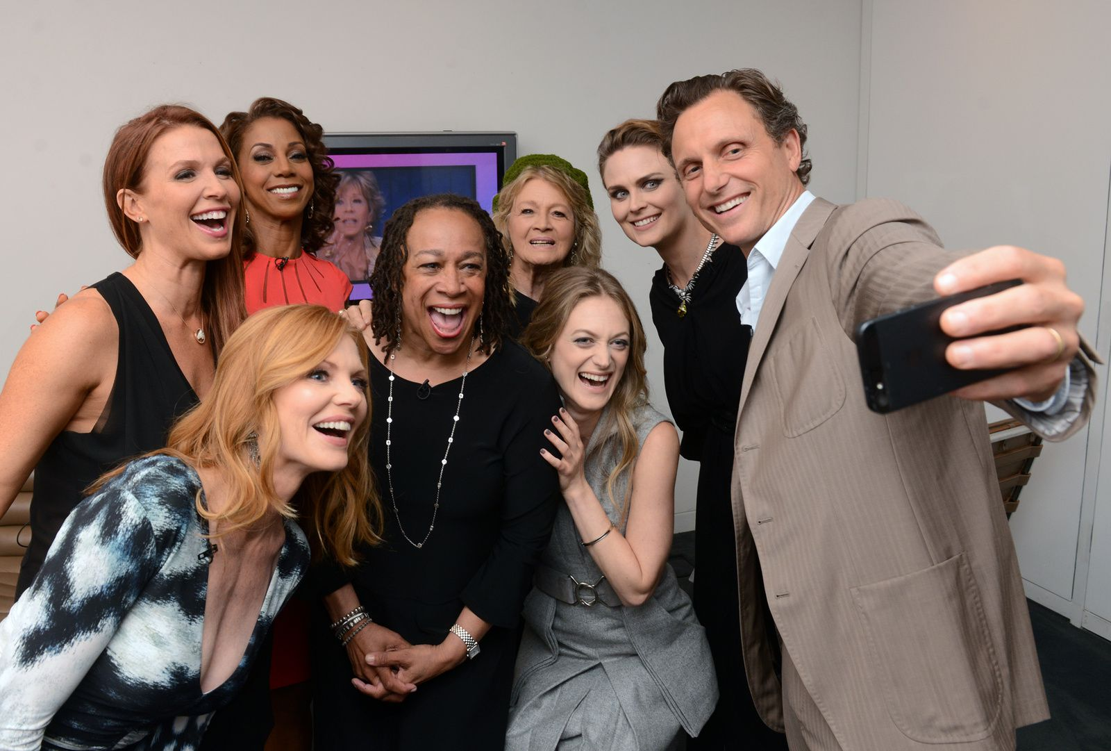 "Le selfie obligatoire pris par Tony Goldwyn, le co-créateur de ""The Divide"" et Président dans ""Scandal"" ! © Kevin Parry for The Paley Center for Media"