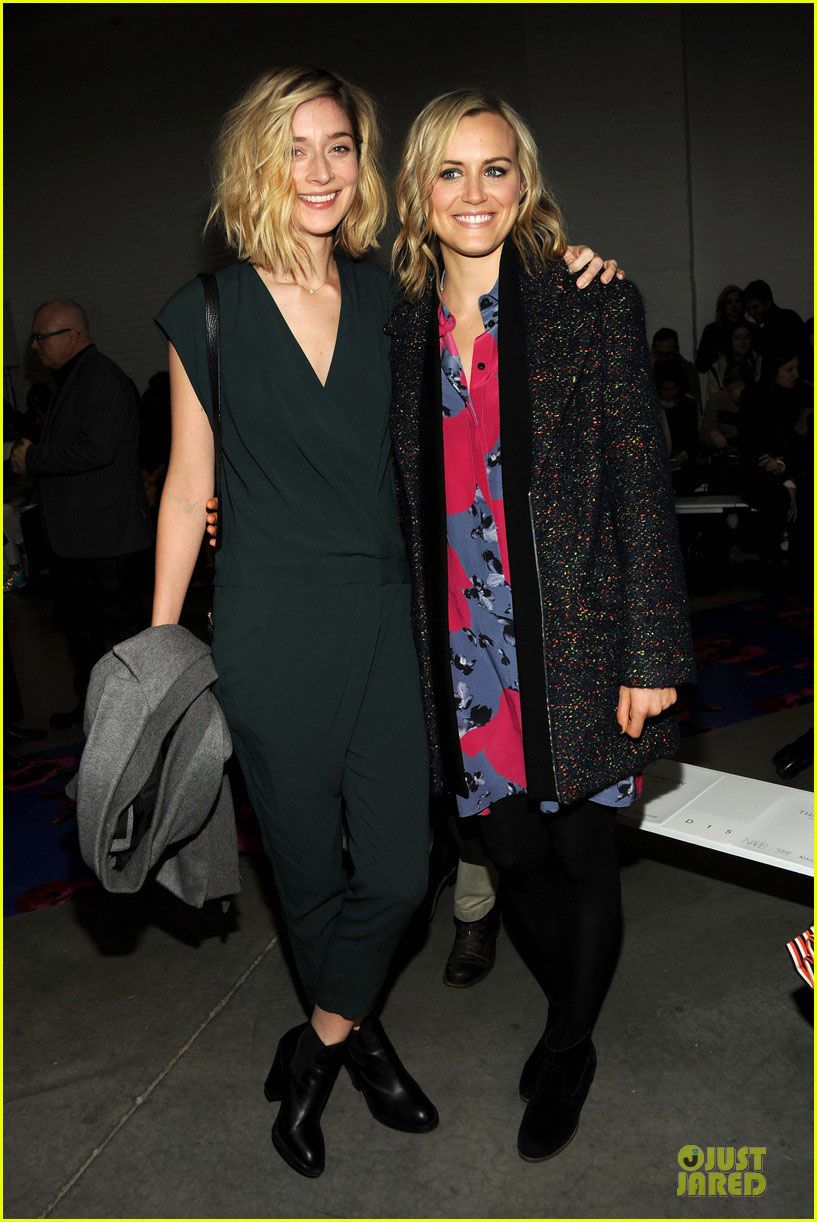 "Caitlin Fitzgerald de ""Masters of Sex"" et Taylor Schilling (OITNB) - © Just Jared/Getty"
