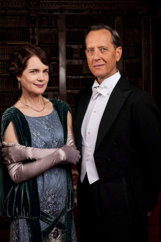 Cora et l'un des nouveaux personnages de la saison incarné par Richard E. Grant - © ITV