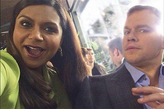 Mindy Kaling en profite pour faire un petit selfie avec Matt Damon - © Instagram
