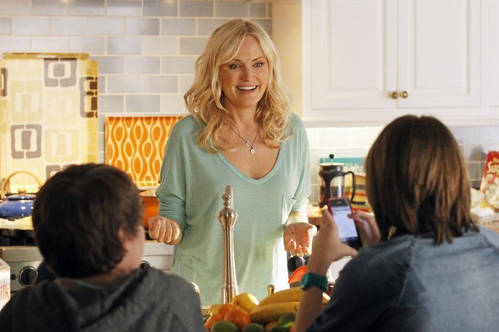 """Kate (Malin Akerman) est une """"Trophy Wife"""", comprendre une belle fille mariée à un homme plus âgé qui a trois enfants et deux ex-femmes. Mais Kate est bien plus qu'une jolie frimousse. Cette ancienne fétarde a à coeur de se faire aimer de ses beaux-enfants et de former une vraie famille - © ABC"""