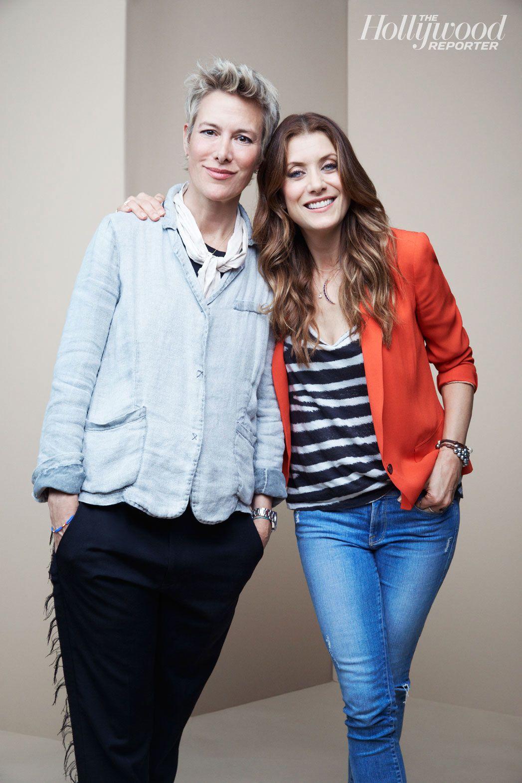 """Kate Walsh fait son grand retour dans """"Bad Judge"""" (ici en compagnie de la créatrice de la série) - © THR"""